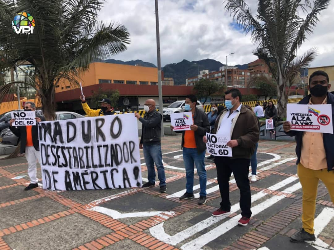 "VPItv on Twitter: ""#MonitorVE | (+Fotos) Venezolanos en Colombia rechazaron evento 6D https://t.co/bPcbTEyRFc… """