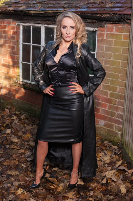 RT if you ♥ My leather and satin https://t.co/ByHyI8J7db
