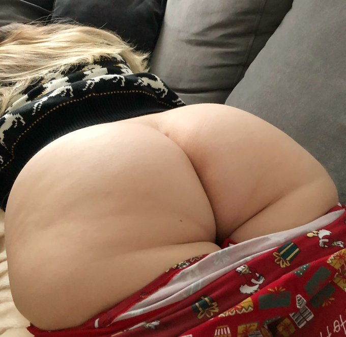Who wants to eat my fat ass? 😛 https://t.co/CWoefphHKF