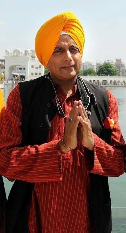 @ShashiTharoor Why  shashi tharoor celebrate #GuruNanakJayanti2020  w/a pic of himself..  is you punjabi guru or nihanng