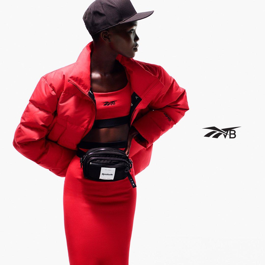 Victoria Beckham ile Reebok, hem sokak modasına hem de spor salonlarına damgasını vuracak olan Drop Four isimli ortaklaşa bir koleksiyona imza attı. #ReebokXVictoriaBeckham iş birliğiyle geliştirilen Drop Four, , Vakkorama ve Beymen' de satışa sunuldu.