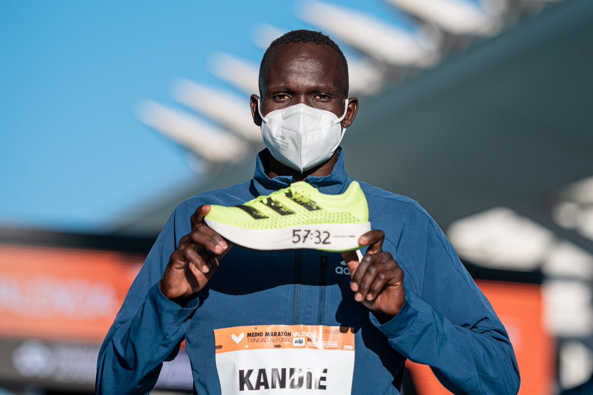 #お知らせ バレンシアハーフマラソンで キビウォットカンディ選手が #adizeroADIOSPRO を履いて 57分32秒の世界新記録を樹立✨✨  女子のジェプチルチル選手に次いで、2人目の世界新記録です👏  まだ持っていない選手❗️ 欲しい時には無くなってます😂 今がチャンスです😉