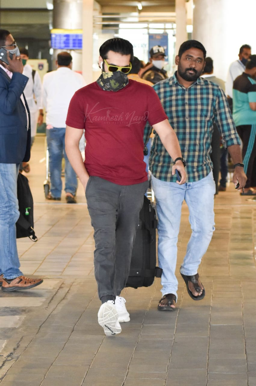 RAM POTHINENI SNAPPED AT HYD AIRPORT