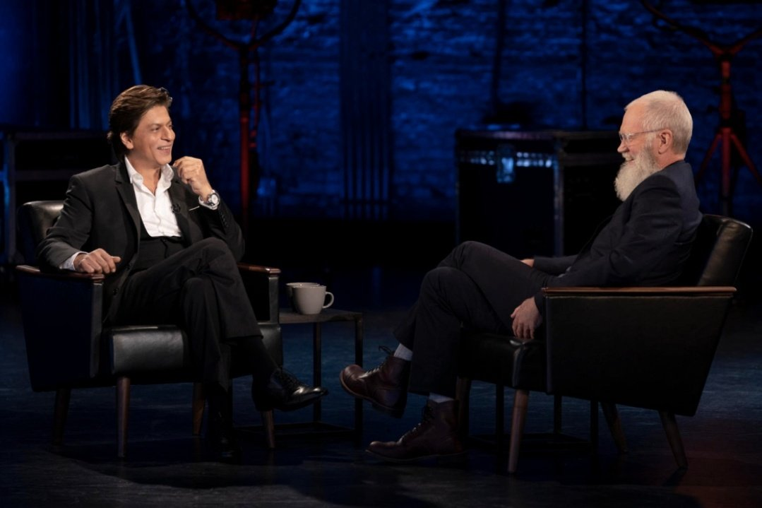 """""""ShahRukh Khan is the Biggest ovation we've had in the series.""""  -David Letterman on @iamsrk🤴  #Mynextguestneedsnointroduction"""