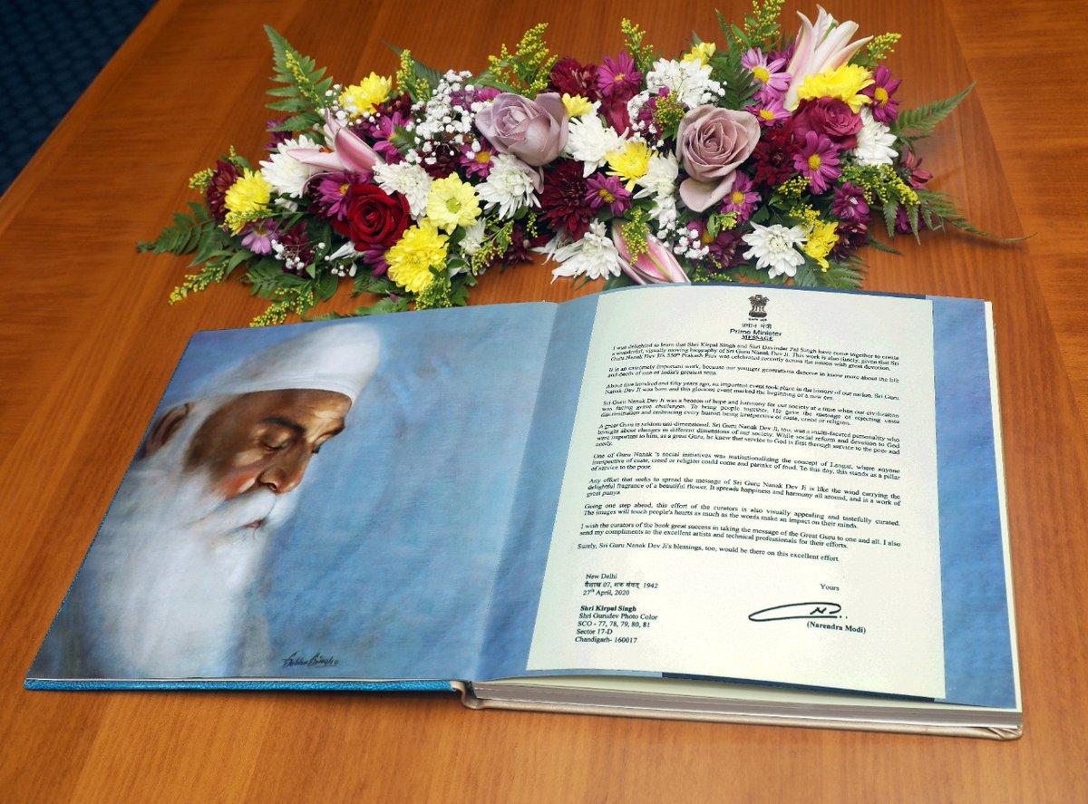 On the occasion of #550th Prakash Parv, Amb. Munu Mahawar (@AmbMunu) presented a book on the life and ideals of #GuruNanakDevJi, to the representatives of Gurudwara Prabandhak Committees in Oman.  #GuruNanakJayanti #GuruNanakJayanti2020   @narendramodi @MEAIndia @IndianDiplomacy
