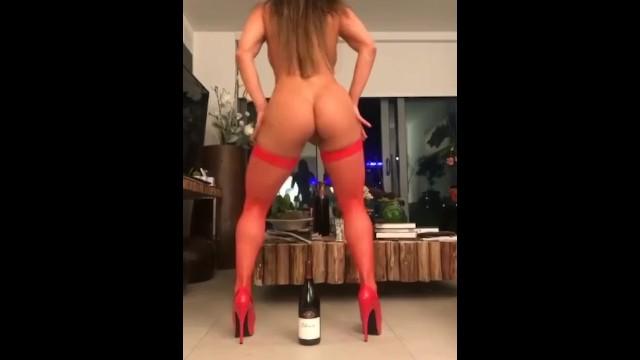 sexo y baile de la botella, disfrutando mucho. is selling like crazy: https://t.co/n98UCuBi1p https://t
