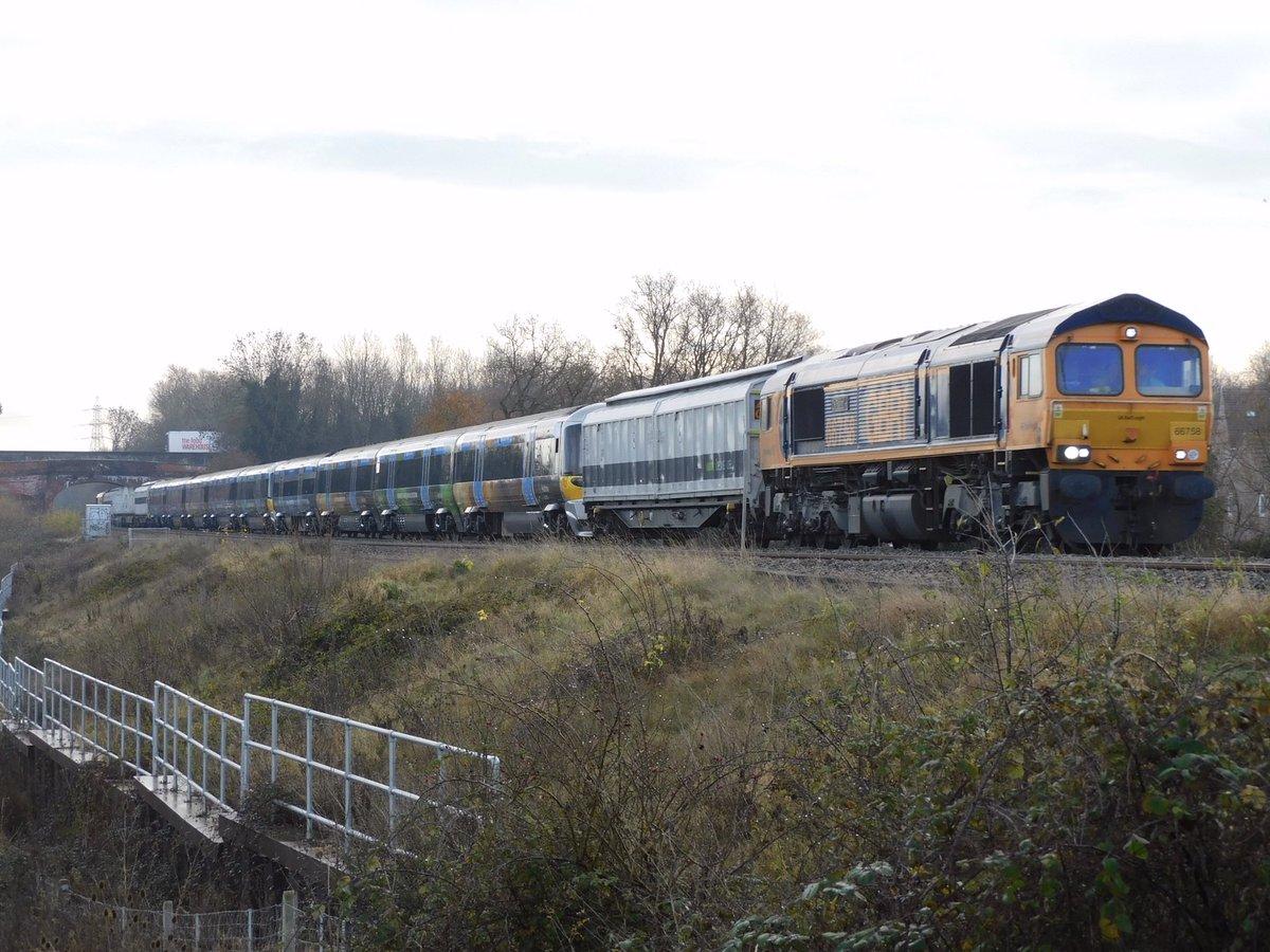 Eot1z8xXEAgI4xp?format=jpg&name=medium - The HEX Class 332s bow out...