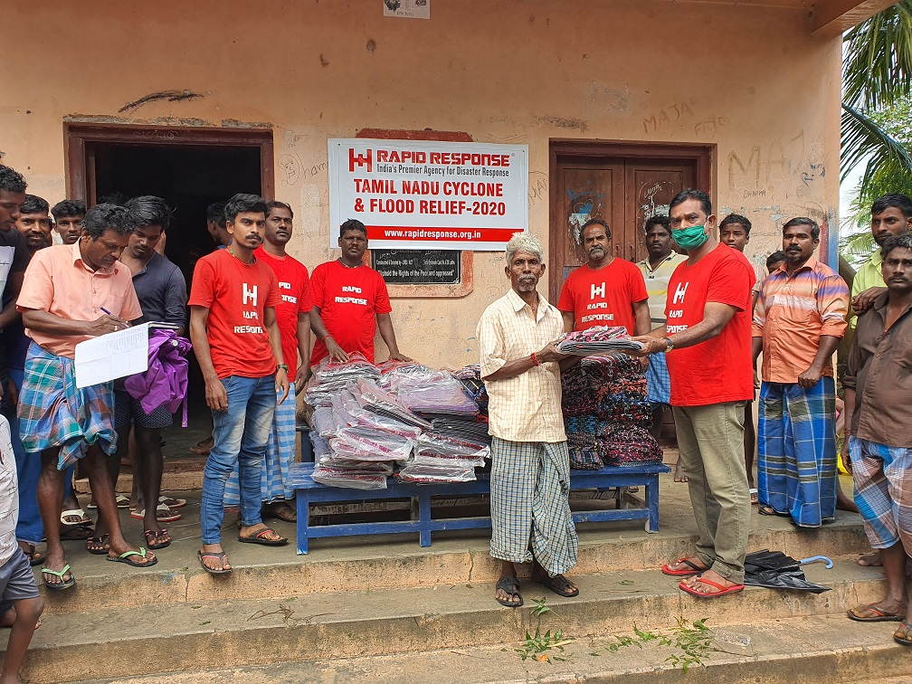 #CycloneBurevi : Glimpses from our bed kit distribution for flood affected communities at #Cuddalore. #Cuddalorefloods #Burevi #NivarCyclone