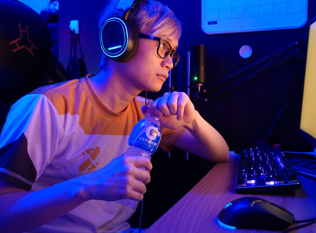 Did you know that even in esports, hydration is very critical? Increased reaction times, improved object tracking, and heightened accuracy are just a few perks of keeping up with #OurActiveHydration with #GatoradeIon 💪💪💪  Game and stay hydrated with @GatoradePH @GatoradeIon 💯