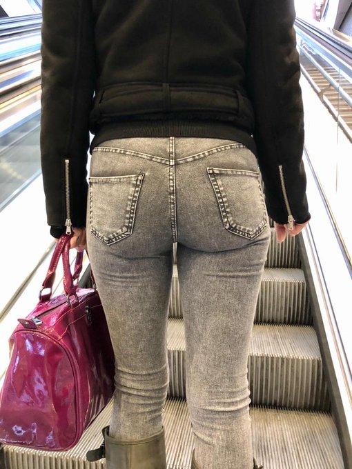 #escalator #ass quelques photos de la sortie shopping... Some pictures of a #shopping day in #Paris  #exhibitionistwife