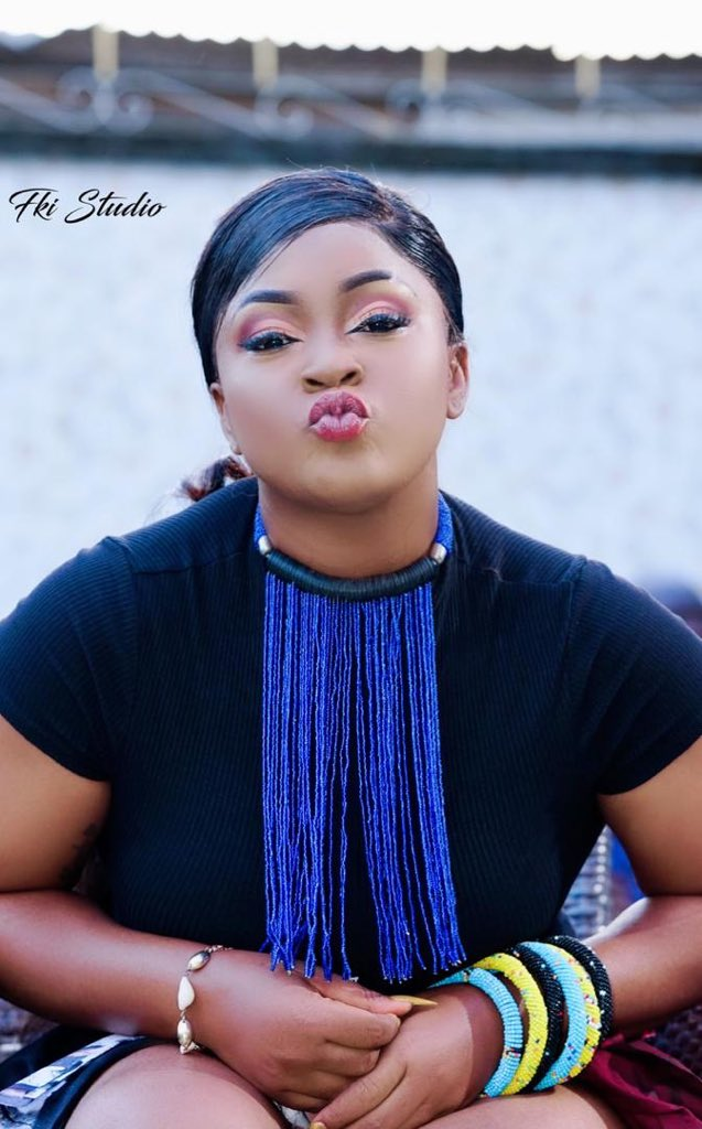 """✨ @mimieofficielle Princesse de l'Ouest Cameroun revient avec """"𝐌𝐀'𝐀𝐋𝐄𝐇"""" qui signifie «La magie » en langue bamiléké 🇨🇲 Un mélange Benskin produit par @OkenOfficial ( Mukudu )   11.12.2020 SAVE THE DATE !! https://t.co/NAGLTDSm6k"""
