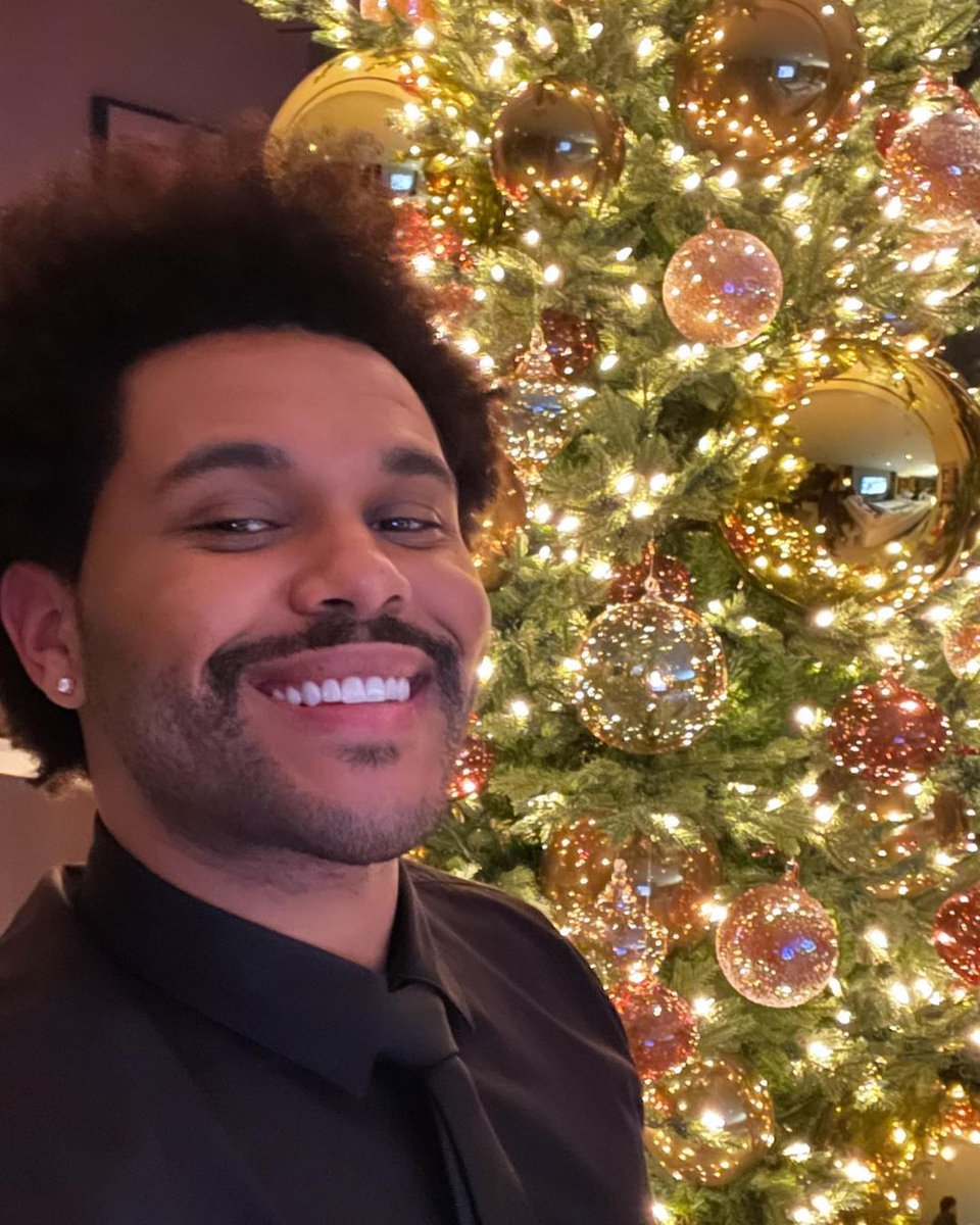 Replying to @MTV: I woke up EXACTLY like this today.   🎄 @theweeknd