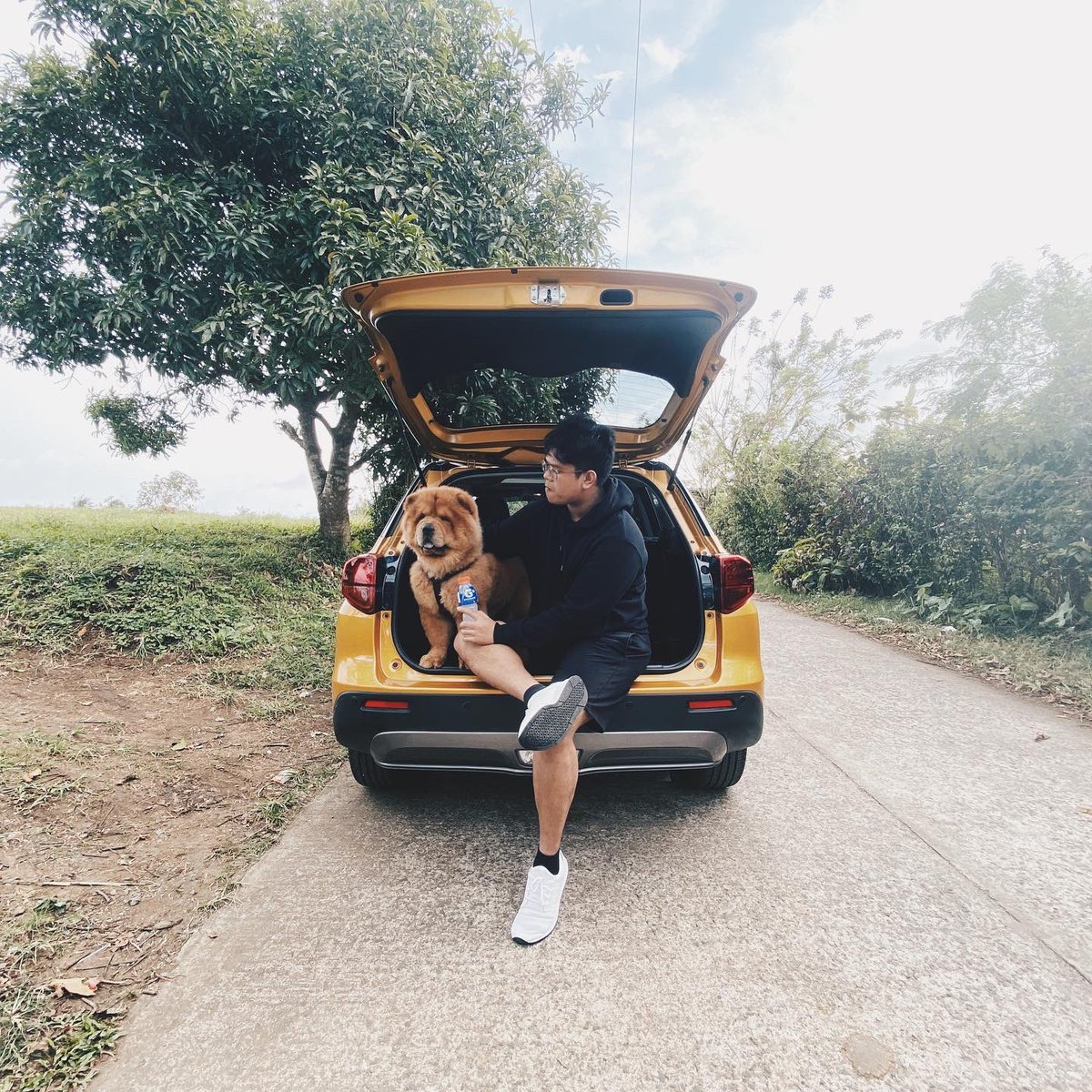 Afternoon walks with Bacon is always an enjoyable activity but it can sometimes be tiring and dehydrating. Hydration is a must so I always have #GatoradeION with me whenever we go out.   #OurActiveHydration @GatoradeIon @GatoradePH
