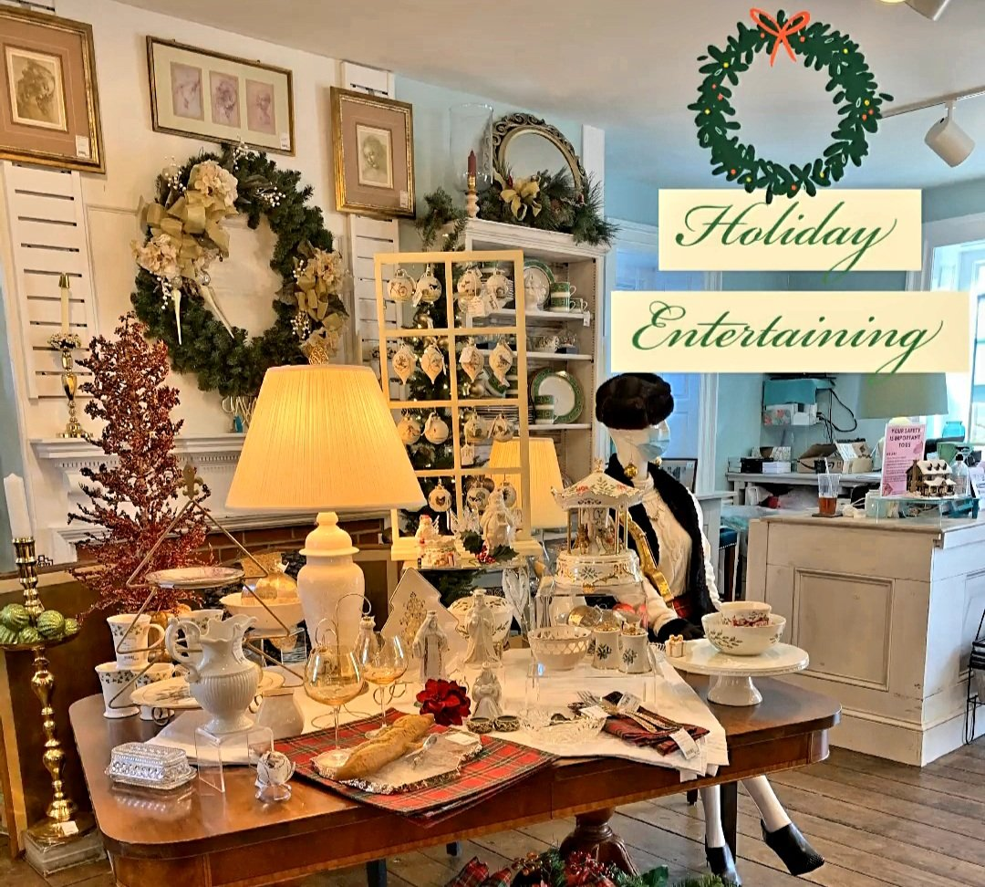 We have all the fixings for a lovely holiday dinner (minus the food but including the table 😂). Now through Saturday we are offering 25% off all seasonal dishes & serveware ... a huge savings   Hurry 🏃♀️ in while the selection is plentiful.  #consignment #holidayshopping