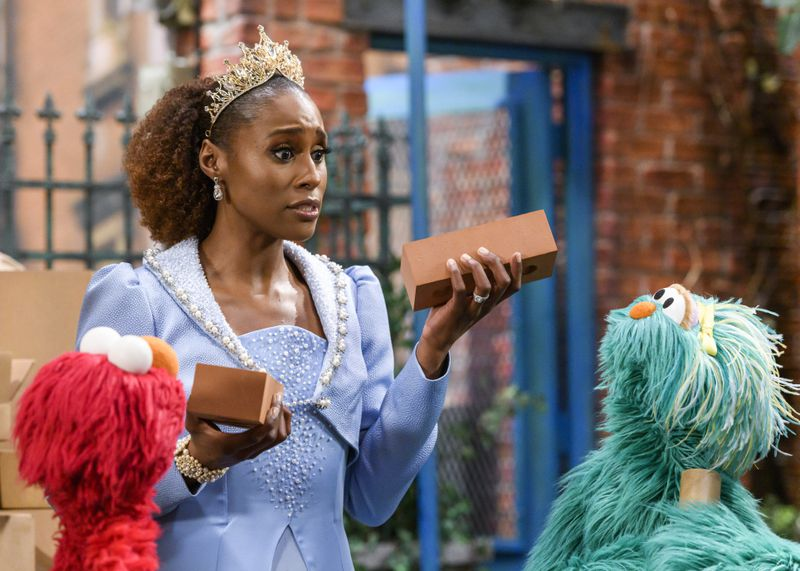 They made me a Queen and had me build a castle for my beautiful muppet daughter on @SesameStreet, airing this Sunday on @hbomax! 👑🧱🏰