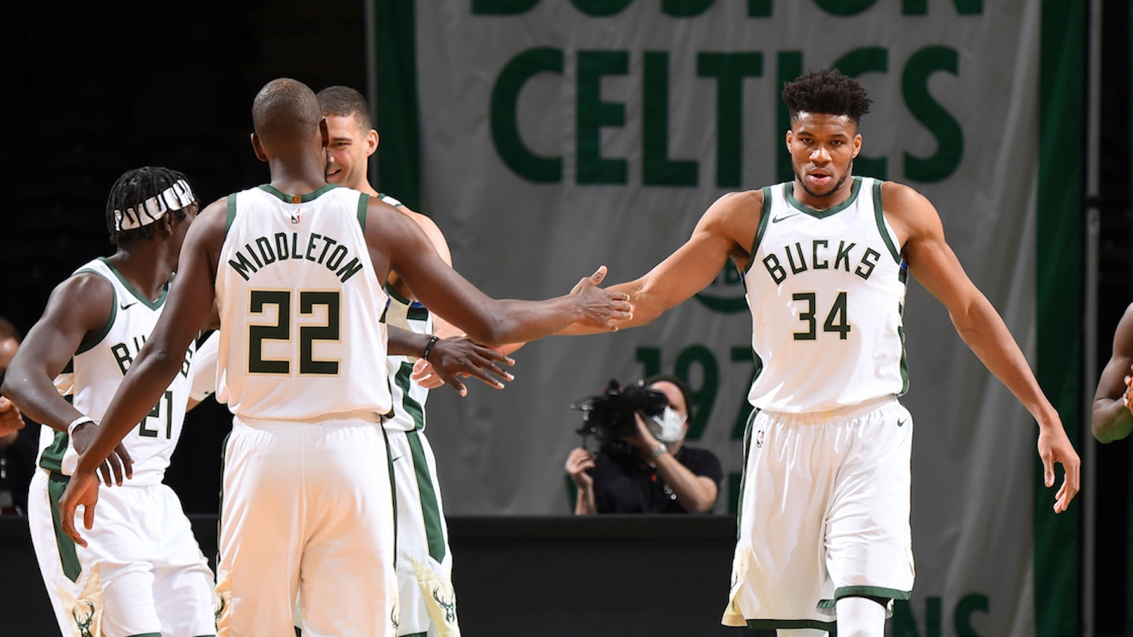 """Justin Kubatko on Twitter: """"Giannis Antetokounmpo (35 points), Khris Middleton (27), and Jrue Holiday (25) all scored at least 25 points for the @Bucks tonight. It's just the ninth time in NBA"""