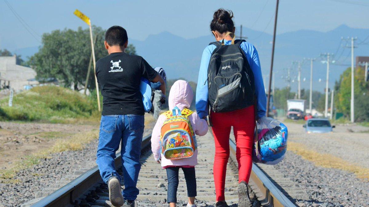 Cerramos 2020, un año complicado, también para los 33 millones de niños y niñas que han cruzado fronteras buscando un futuro mejor. No les olvidemos. #AntetodoSonNiños
