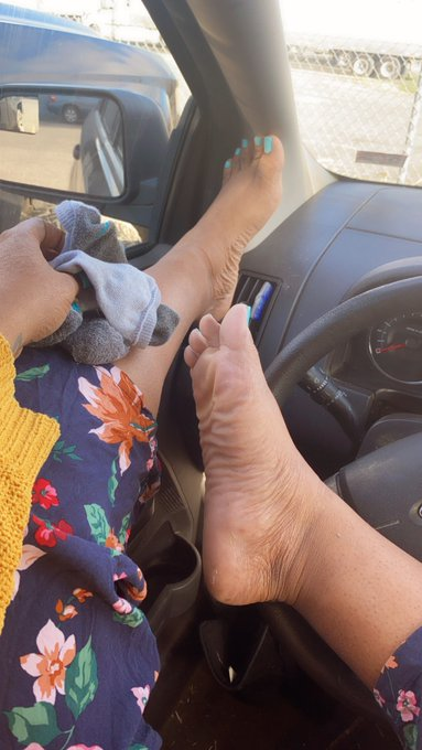 3 pic. Bow to a queen #ebonyqueen #domme #footfetish #cutefeet #ebonyfootfetish #wrinkledsoles #solesfetish