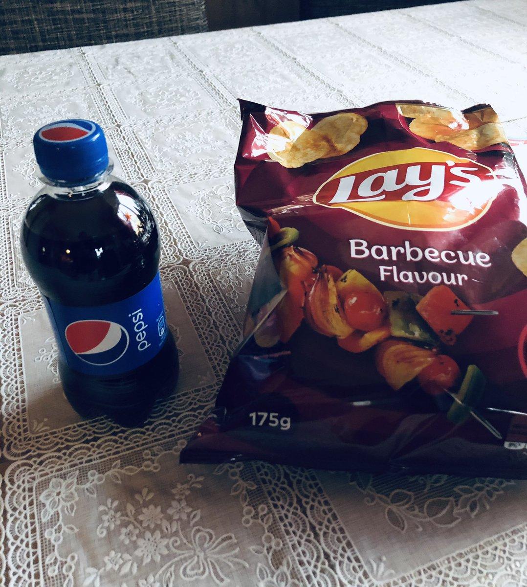 Ang sarap talaga ang Lays with Barbecue Flavour😋and #Pepsi #KATHNIELLaysOnHolidays nakaka addict😀