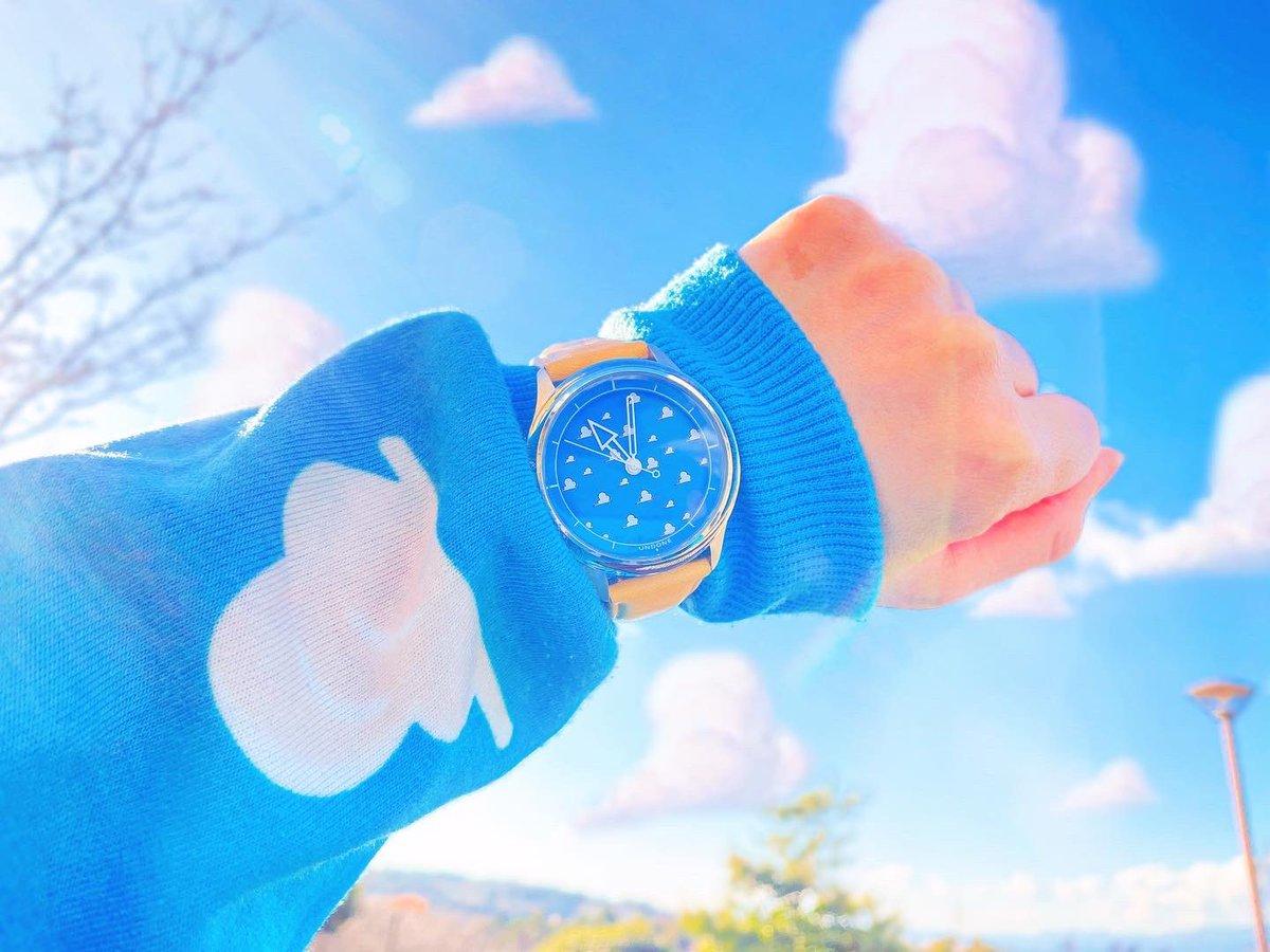 ☁️☁️UNDONE × TOYstory☁️☁️ 届いた〜🥺☁️💙 トイストーリー25周年限定腕時計✨⌚️ 4種類あるんだけど、私は雲柄にした☁️💙☁️💙 裏側もケースも可愛い‼️🥺✨ 沢山使お〜💙💙💙  #トイストーリー #toystory25  #toystory  #UNDONE