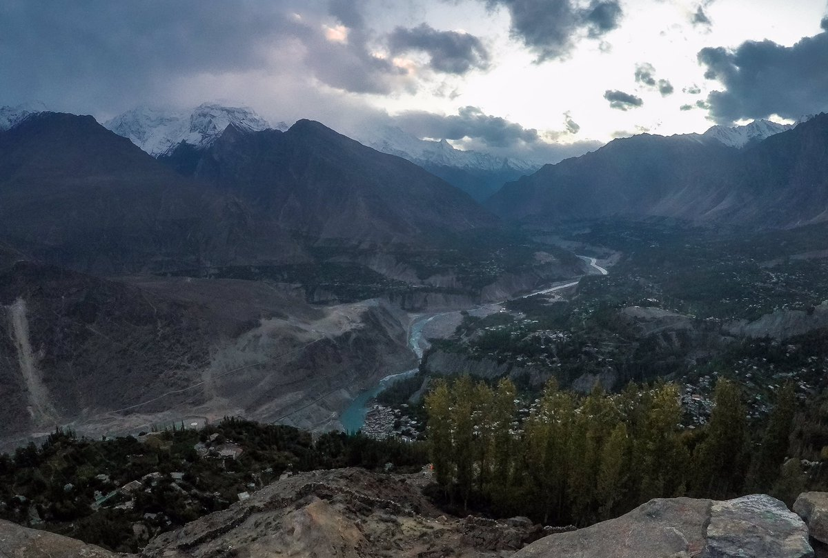 E A G L E - N E S T 🦅 . .  #FK #photography #karimabad #hunza #gilgit #mountains #travel #nature #clouds #pakistan #gilgitbaltistan #hunzavalley #landscape #snowmountains #pukhtoon #northernareas #eaglenest #fairymeadows #eagle  #killermountain #tbt #sunset #sunrise https://t.co/elD28NYPpK