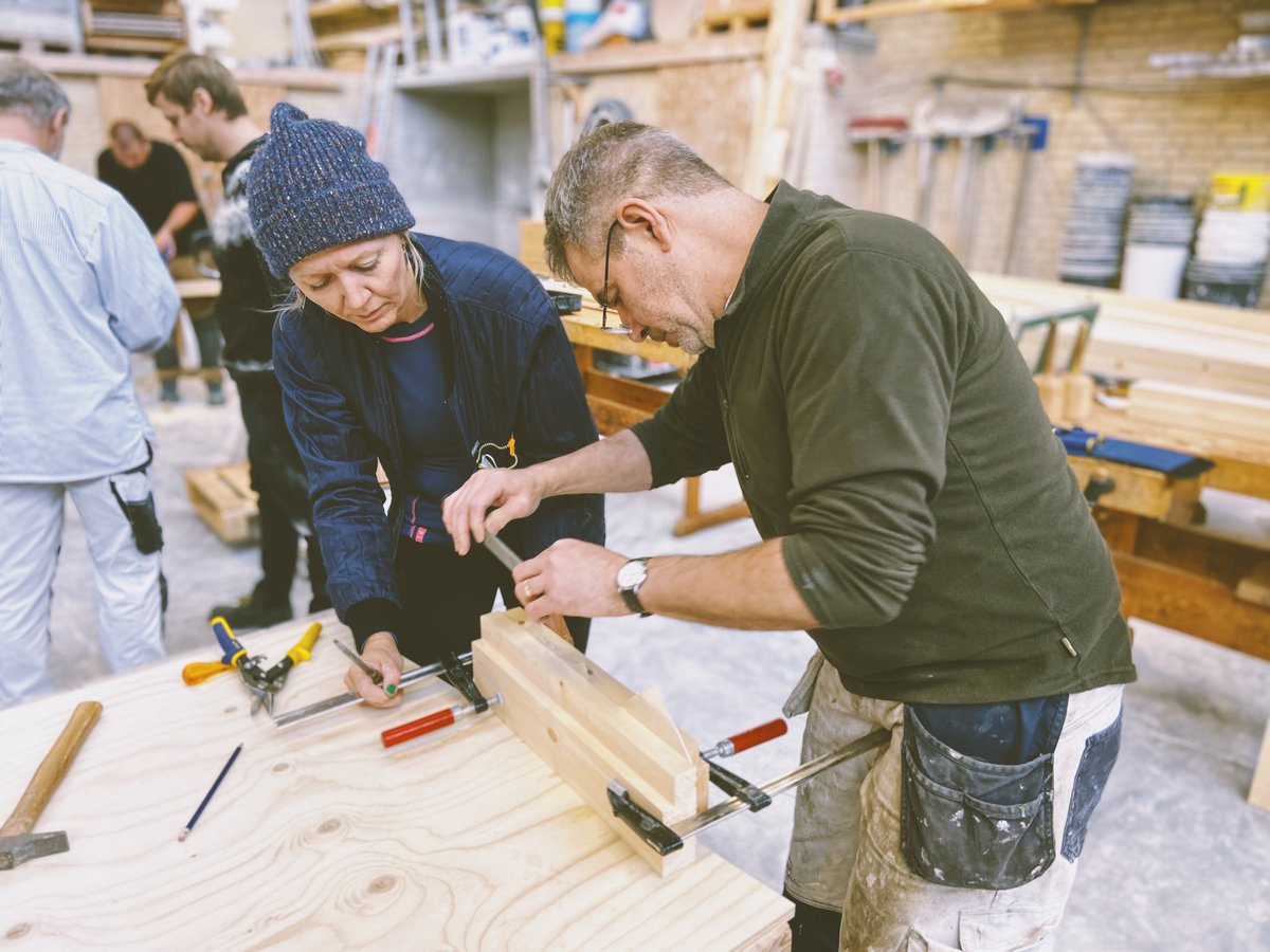 Tværfagligt samarbejde mellem byggeriets faggrupper kræver ligeværdighed og udveksling af viden om arkitekturhistorie, materialekendskab og håndværksmæssige teknikker – det nærer den enkelte faggruppes stolthed ved at bevare bygningskulturarven: https://t.co/K6ZLyUXpy3