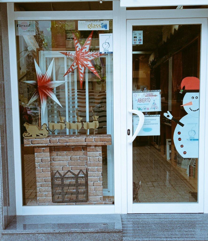 Hemos traído un poco de Navidad a nuestro local para estos días.....  #navidad2020 #navidad #feliznavidad #felicesfiestas #malagaennavidad #persianasytoldoslaroca #persianasytoldos #toldos #persianas #mamparasdebaño #mosquiteras #FelizMartesATodos https://t.co/TUkzPM7eQY