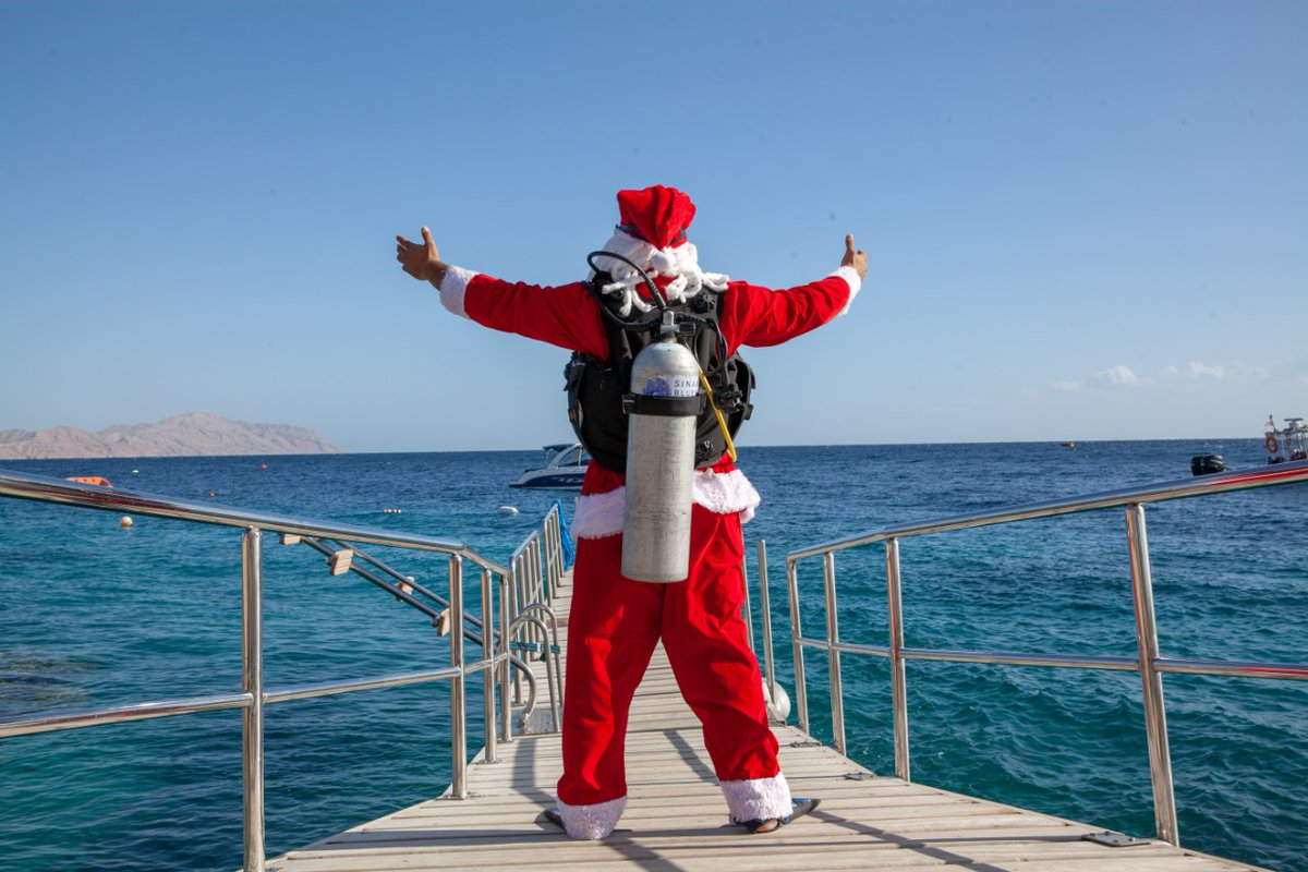 This #FSHoliday, Santa admires the sun-kissed coastline @FSSharmElSheikh before diving into an adventure of a lifetime in Egypt's diving capital with more than 70 world-class dive sights just minutes away. #FSSharmElSheikh #FourSeasons https://t.co/Z4cOLRFyOd