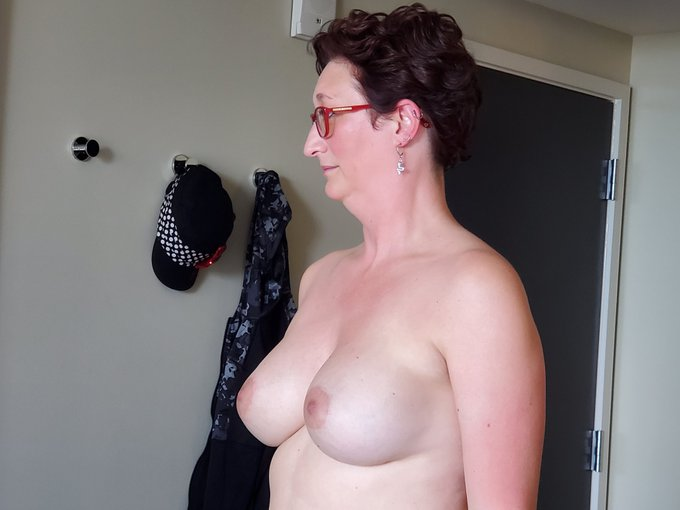#TittyTuesday number 2 #level5 #COVID19 #milf #mylf https://t.co/LVhlPfnf9i