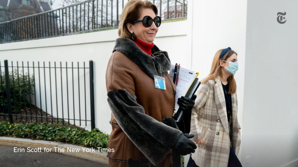 .@erinscottphoto caught Sidney Powell in this distinctive coat heading into the White House yesterday. https://t.co/RYgtwV43bg