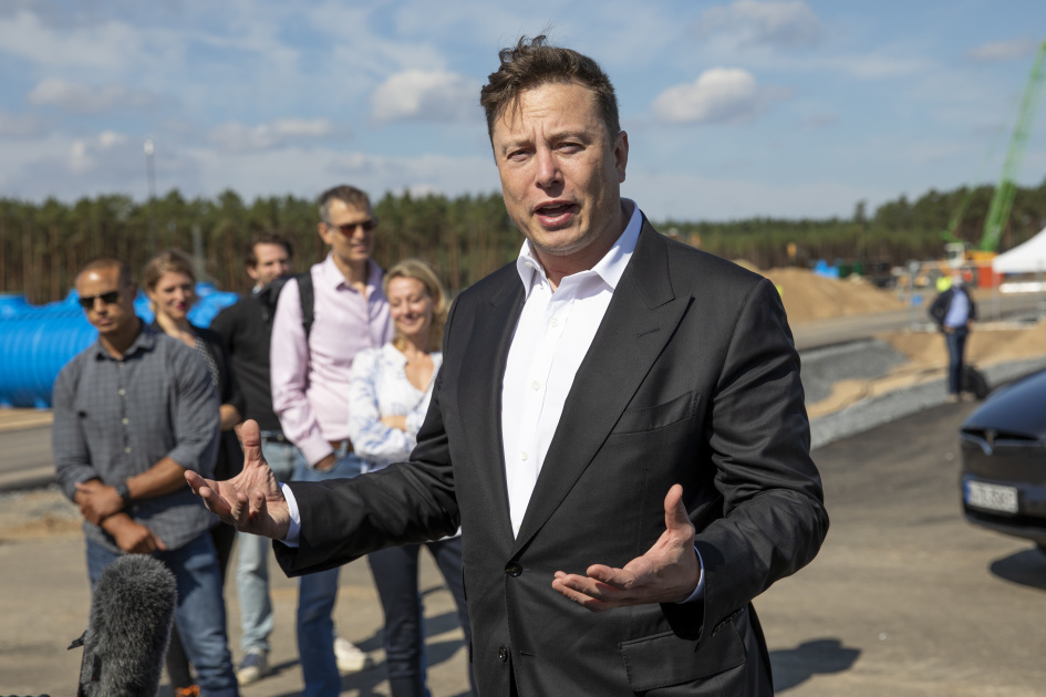 Elon Musk says he tried to sell Tesla to Apple and Tim Cook snubbed him