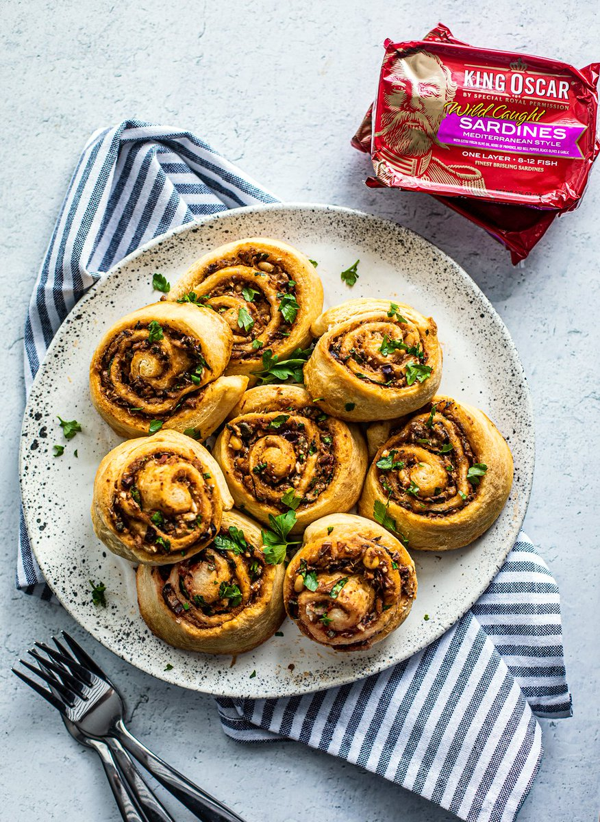 GO GREEK & NORWEGIAN FOR YOUR HOLIDAY APPETIZERS! We all need some love right now and these indulgent, tasty Greek Pinwheels featuring King Oscar Brisling Sardines Mediterranean Style will treat you right! From @Killing_Thyme! #Sardines #LiveRoyally https://t.co/gjKzUGtkYY https://t.co/wKZKKS6uh5