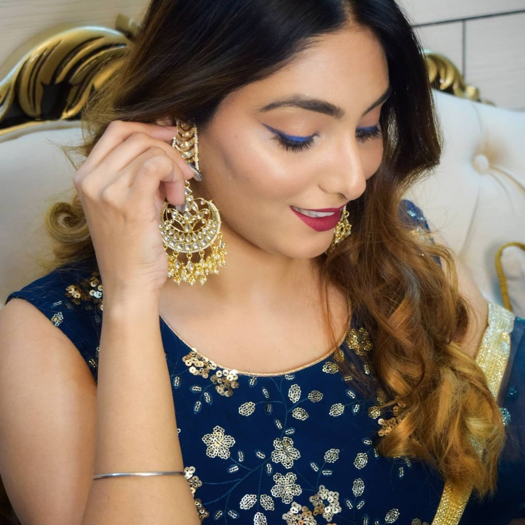 """""""Showcase your inner glam. Team #GlamSocial presents the cute glam look by @priyanka_sambyal (IG).  Come, follow & tag to get your glam look featured @glamsocial.in.""""  #glamsocial #vocalforlocal #indianmua #makeupartist #happydiwali #happydiwali2020 #diwali2020 #festivewear"""