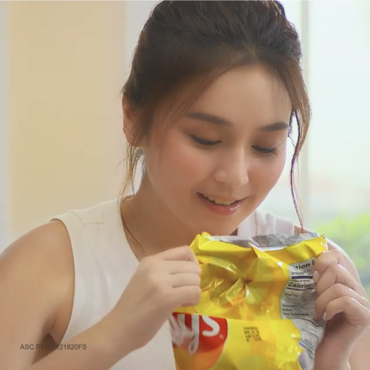 """""""What's keeping Kath so distracted? Watch to find out! #LaysDeliciouslyDistracting""""  🔗"""
