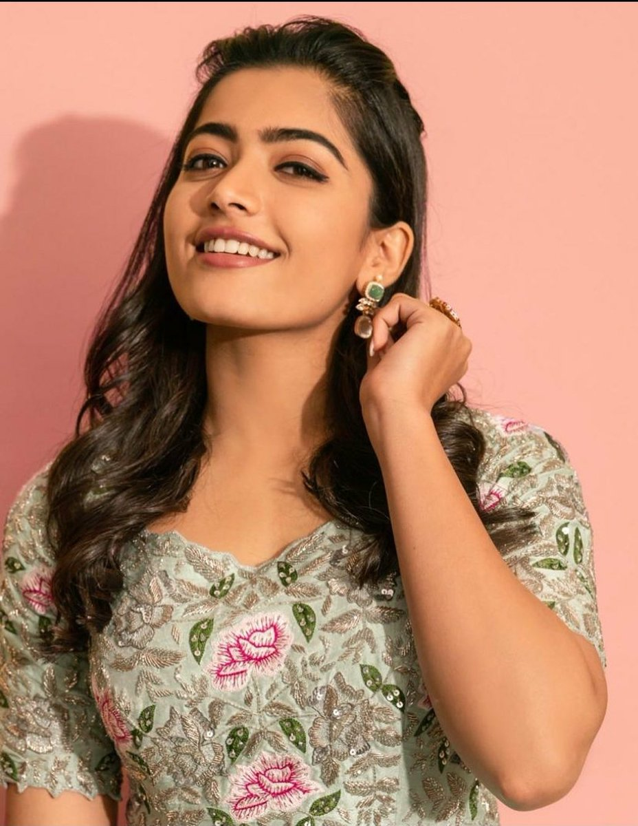 Gorgeous @iamRashmika making her Bollywood Debut With @SidMalhotra 's #MissionMajnu.   Written by #ParveezShaikh, #AseemArrora and #SumitBatheja. Produced by #AmarButala and #garimamehta are producing the film together with #RonnieScrewvala under #Guulty and RSVP banners.