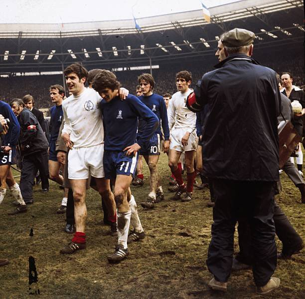 Exhausted #CHELEE players leave the pitch after the 1970 FAC Final 💙