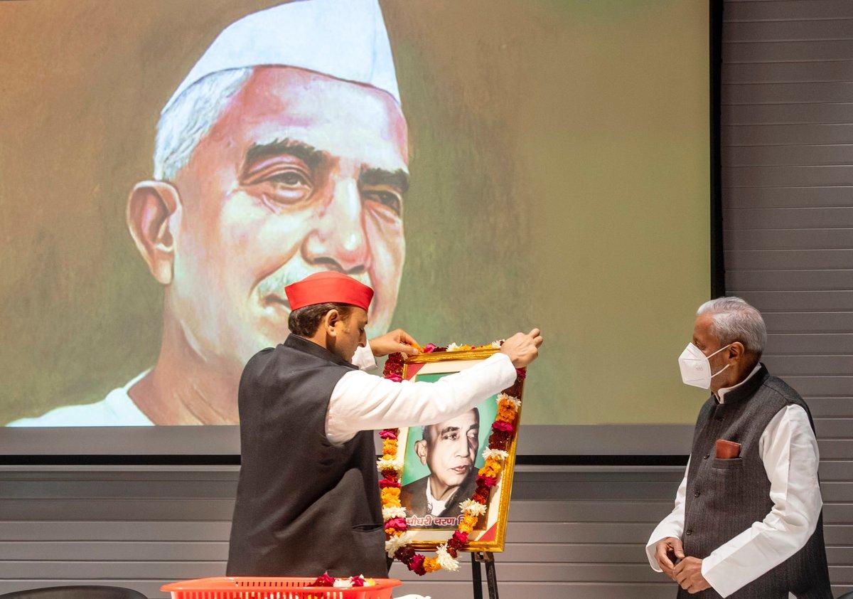पूर्व प्रधानमंत्री चौधरी चरण सिंह जी का 118वां जन्मदिवस आज समाजवादी पार्टी ने 'किसान दिवस' के रूप में मनाया।