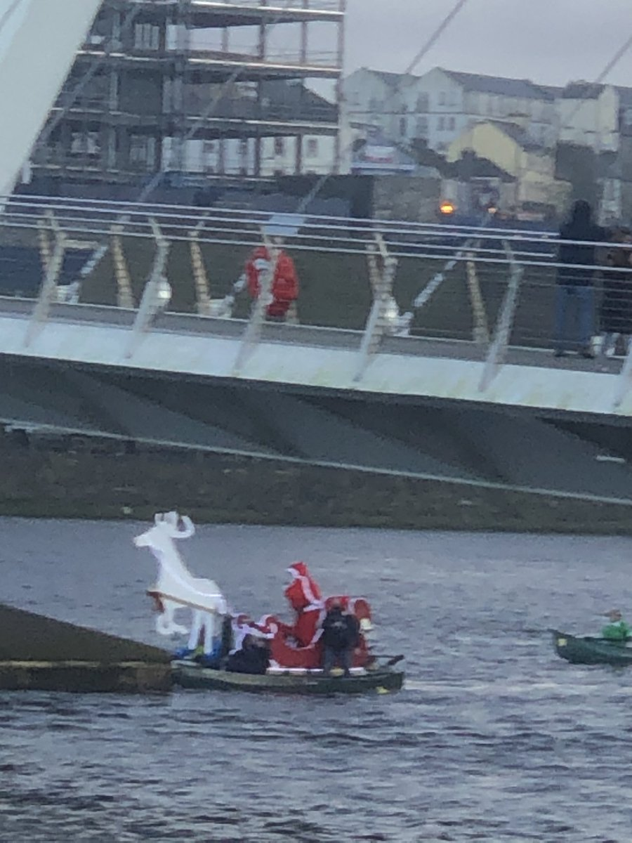 Santa on the river Foyle with his elves! Well done Danny & Danny🎄🎄🎄🎄@mynwrc