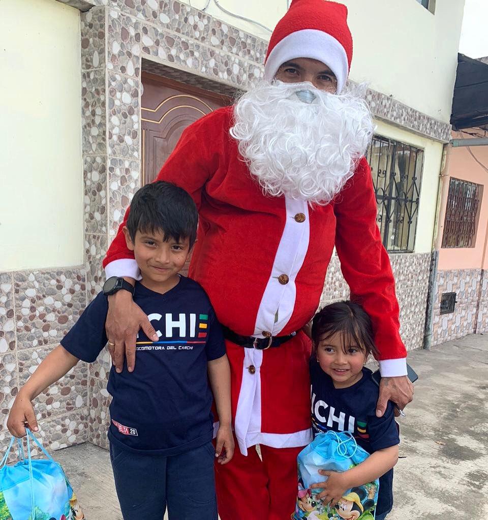 En el Carchi, Papá Noel 🎅🏼 anda en locomotora y no en trineo 🚂🤣 Feliz Navidad a todos!! 🎁🎄Ho ho ho 🤪 #04 https://t.co/ptZRzBqXlJ