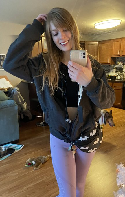1 pic. Thank you @DrShocker69 I love this warm hoodie ❤️ https://t.co/dlK1o4Sqrd