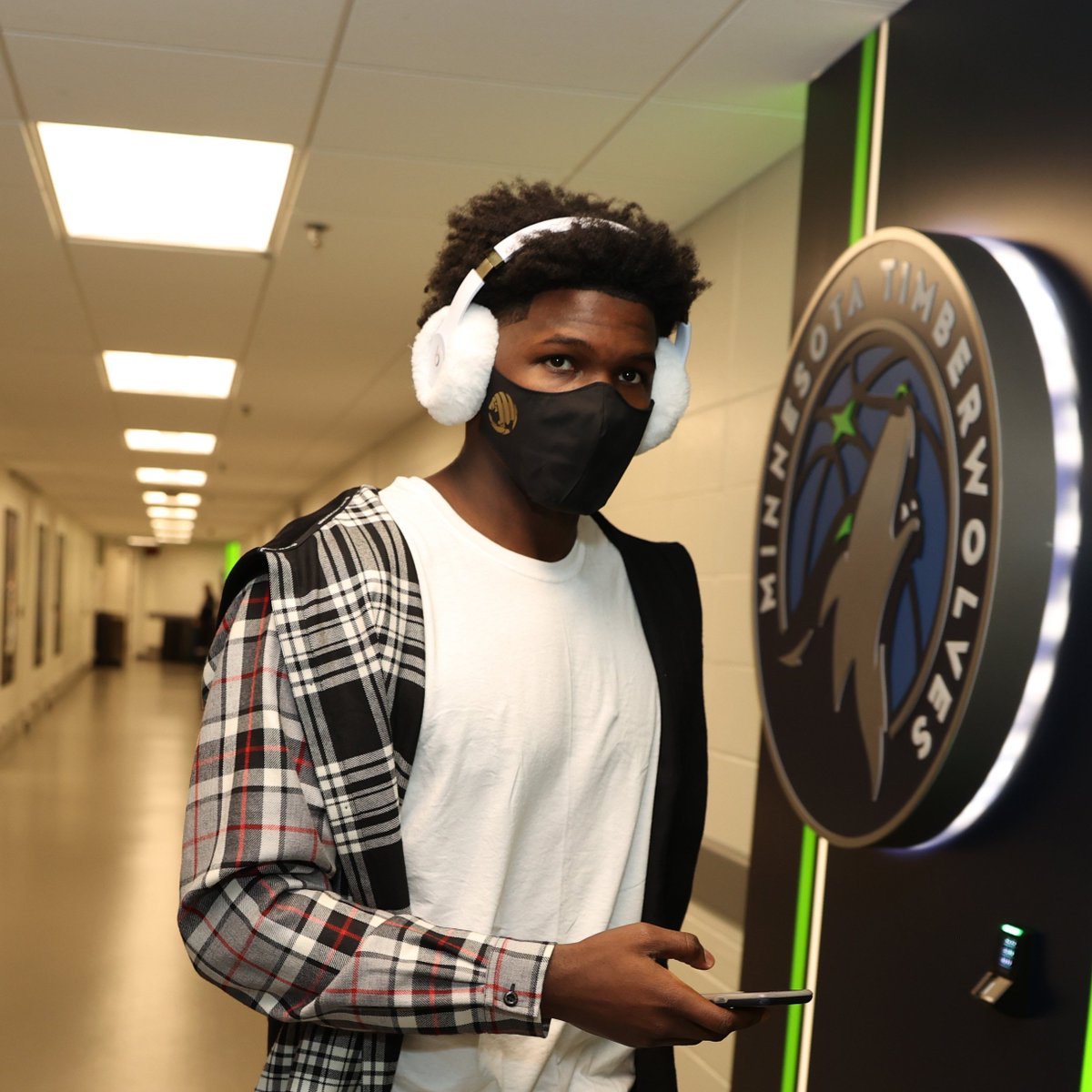 No. 1 pick Anthony Edwards (@theantedwards_) arrives for his NBA debut rocking his @beatsbydre Studio3 Wireless Earmuffs!