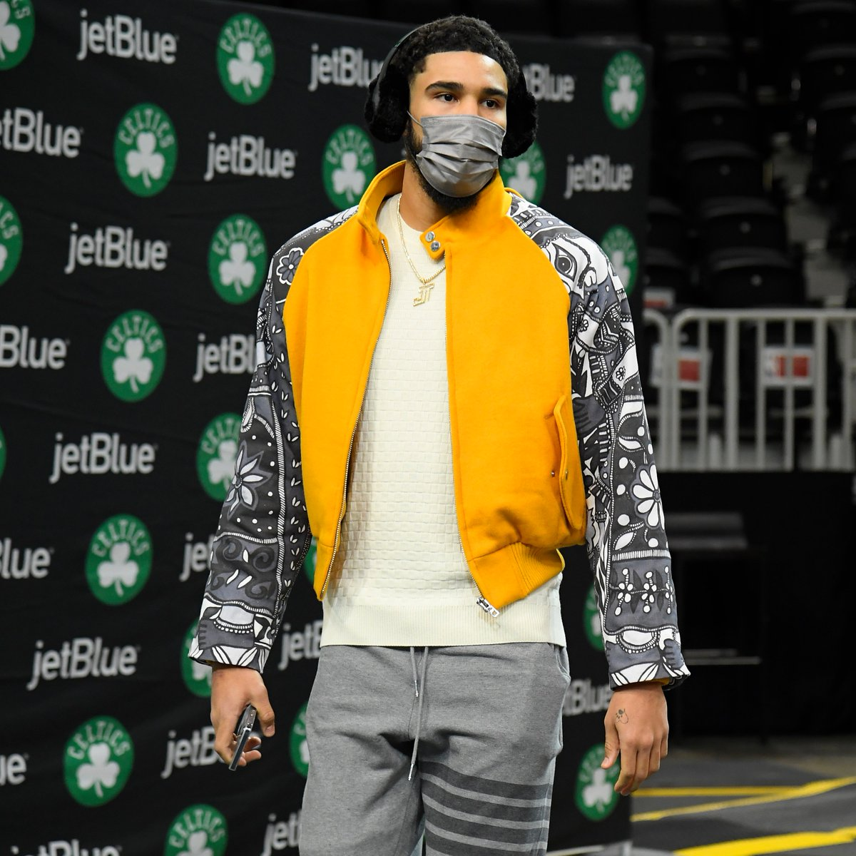 Replying to @NBA: 🎧 @jaytatum0 staying extra warm for opening night in Boston with the @beatsbydre Studio3 Wireless Earmuffs!