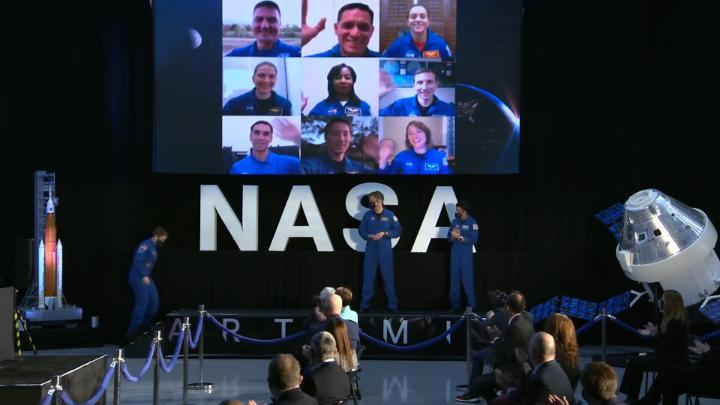 """RT NASA """"This week at NASA:  👨🚀 @VP announced @NASAArtemis astronauts 🛰 @SpaceX's Dragon arrived to the @Space_Station  🌊 First measurements from #SeeingTheSeas 🚀 @NASA_SLS rocket updates 🔬 #Artemis III science priorities   Take a look at these stor… """""""