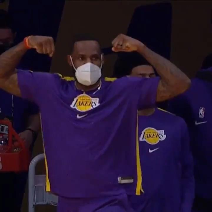 Talen Horton-Tucker muscle... and LeBron approves! 💪 @Lakers x #NBAPreseason