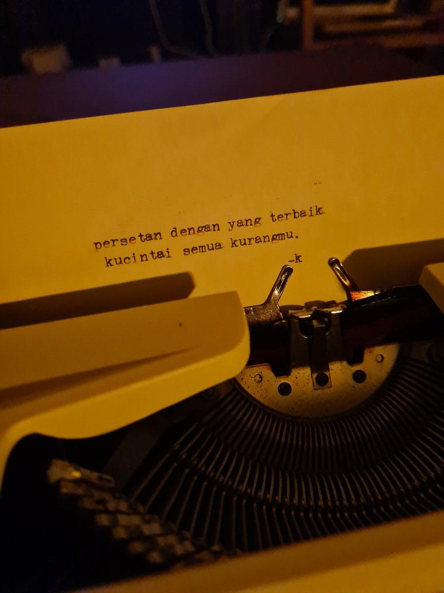 Replying to @Karizunique: Ada yang mau dibuatin puisi?