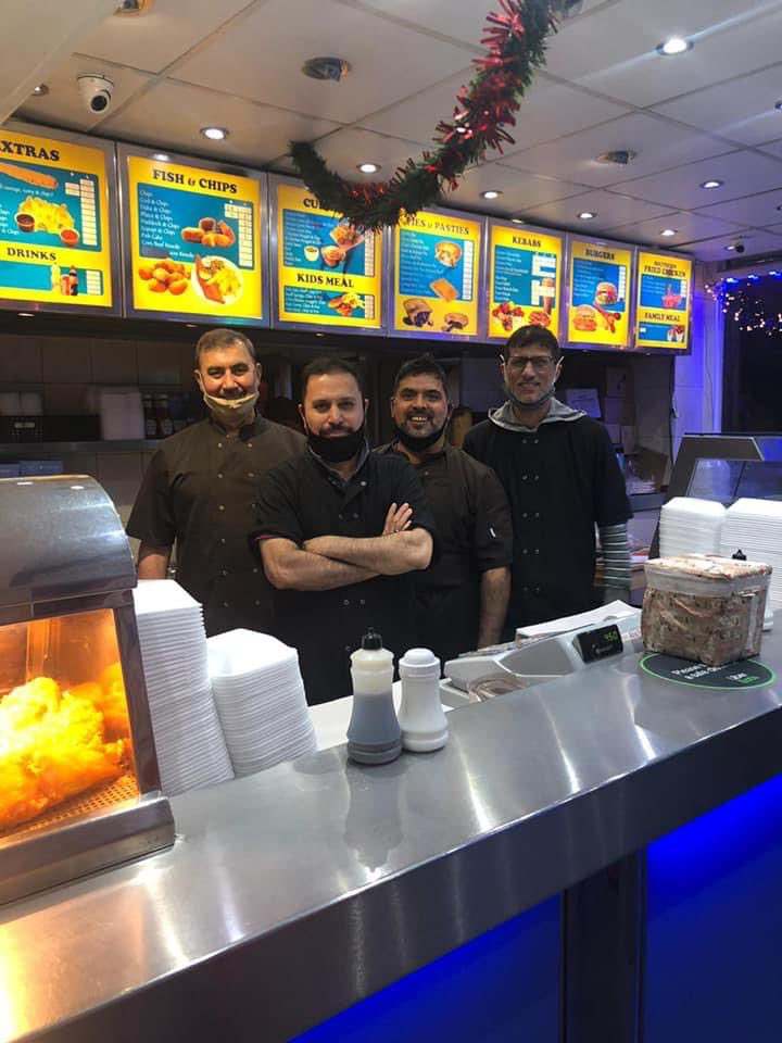 Victoria Fish Bar in #Cardiff have announced they'll stay open on Christmas day to provide free food and drink for the homeless, vulnerable and elderly as well as NHS and public service workers!! 🎅   Stuff like this really warms my heart. Fair play to them 👏
