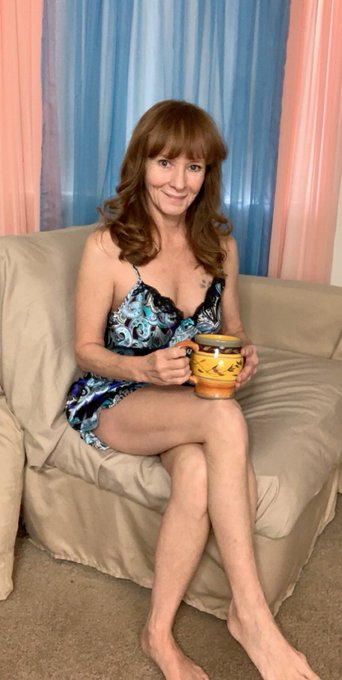1 pic. Coffee anyone? @AlwaysSunnyReno #SaturdayVibes #coffee #Arizona #morning #silk #lingerie #beautiful