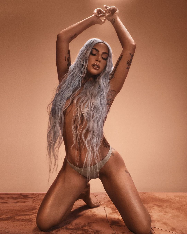 Lady Gaga - Σελίδα 5 EpDg256XUAMYyDI?format=jpg&name=large
