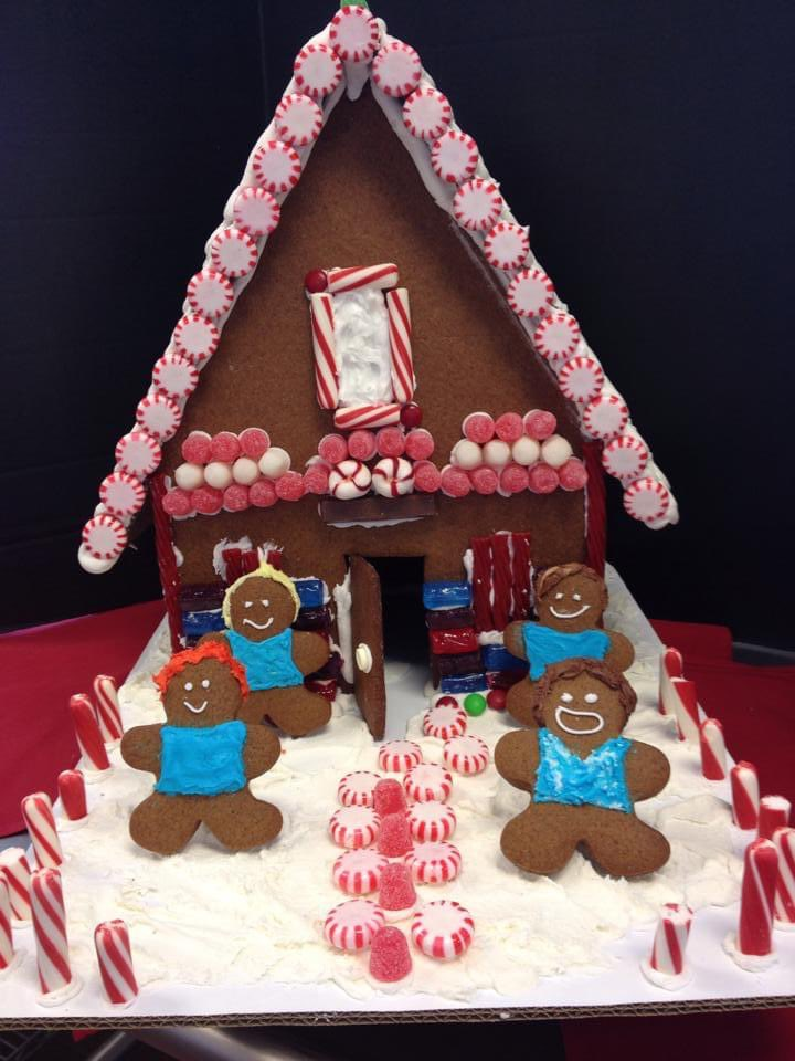just remembered this gem of a gingerbread house i made in my college chocolates & confections class, way back in 2014. And before anyone asks who the gingerbread men are supposed to be.. yeah that's @5SOS in cookie form 🤣Happy #GingerbreadHouseDay #5Sos #9YearsOf5SOS