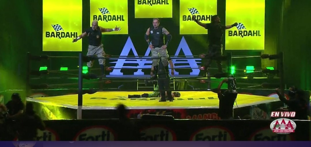 Los integrantes del Poder del Norte quienes salieron victoriosos en el primer combate de Lucha Libre AAA Triplemanía XXVIII